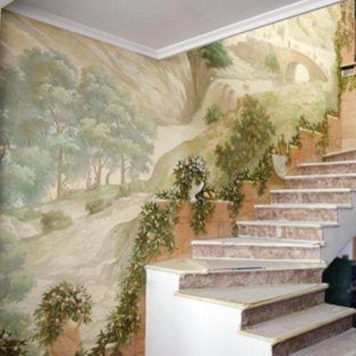 Отделка стен у лестницы в частном доме.
